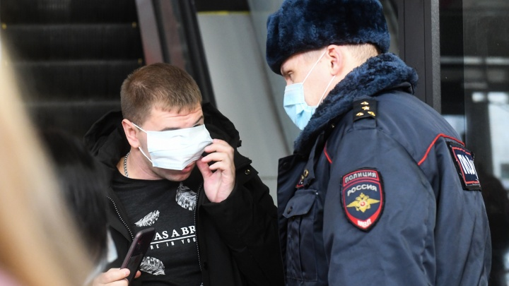 «Вы провоцируете бунт»: как в Екатеринбурге полиция и Роспотребнадзор штрафуют горожан без масок