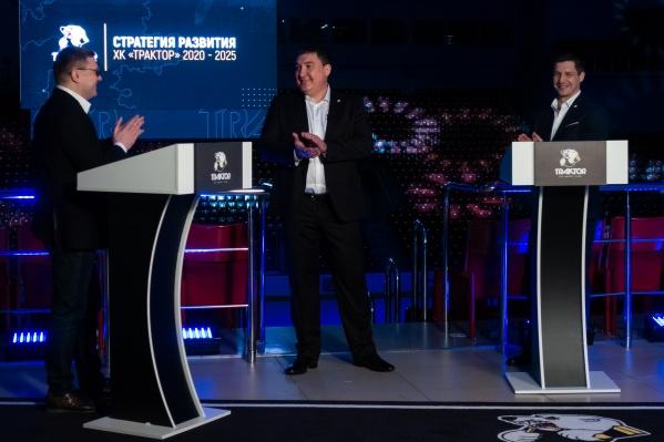 С Анваром Гатиятулиным (в центре) связан самый большой в последние годы успех «Трактора»