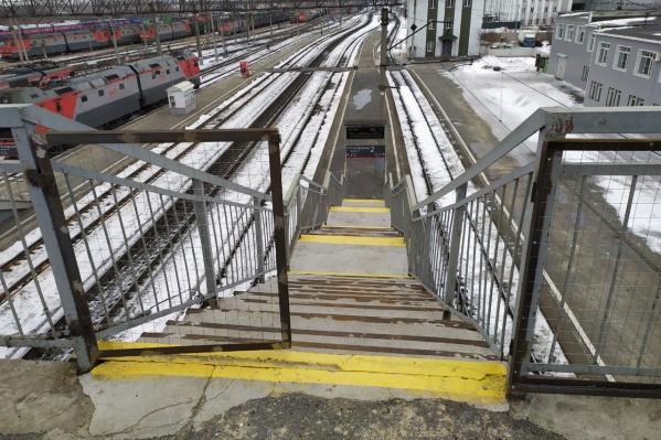 Появившиеся на вокзале калитки стали поводом для шуток у курганцев