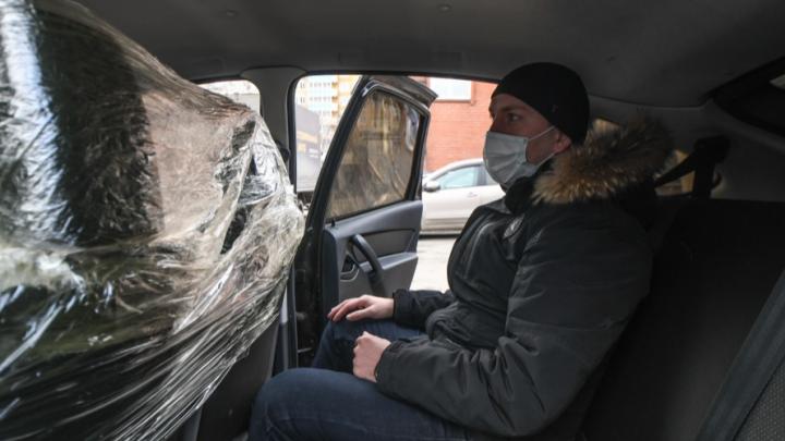 «На пластике вирус сохраняется дольше»: эксперт — о том, будут ли эффективны перегородки в такси