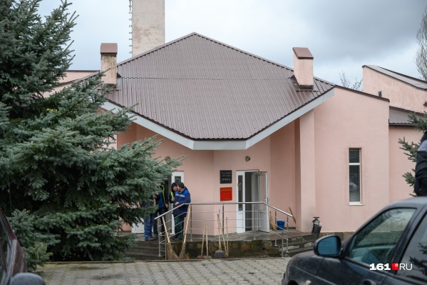 Ростовский крематорий находится на Северном кладбище и принадлежит МУП «Специализированные коммунальные услуги»