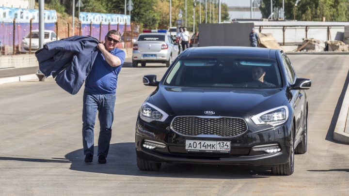 Губернатор приказал отдать машины администрации Волгоградской области врачам-терапевтам