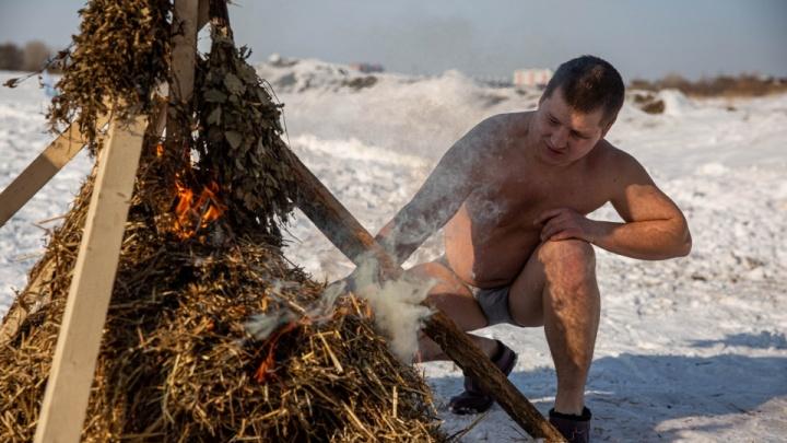 Большой репортаж с Масленицы в Новосибирске: сожжение чучела, хоровод моржей, игры и блины