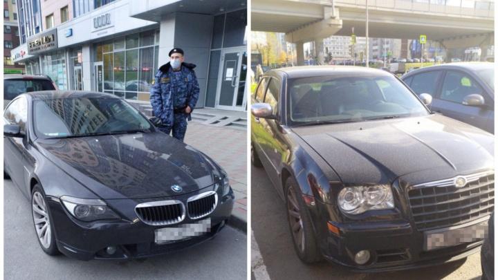 В Екатеринбурге приставы отобрали у двоих должников BMW и Chrysler