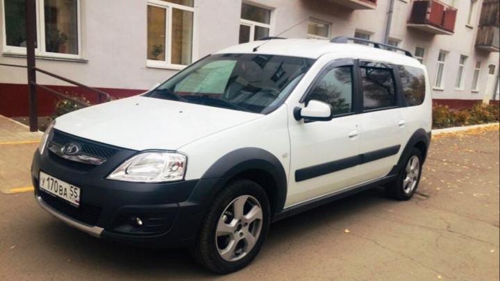 Из автопарка правительства отправили 50 машин для омских медиков