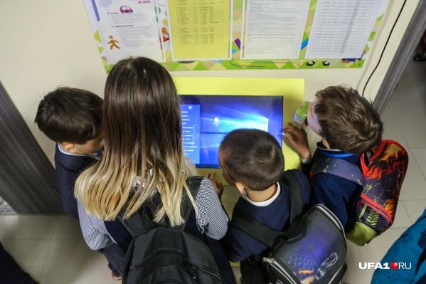 Хабиров обеспокоен возможной вспышкой инфекции в школах республики