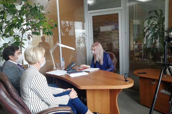 Константин Хальзов, Лариса Позднякова и Мария Тищенко обсудили ситуацию с коронавирусом в регионе в прямом эфире НГС