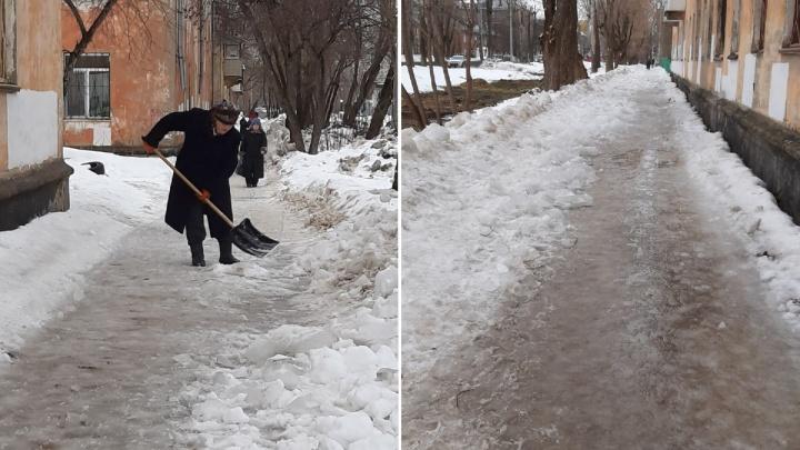 «Приходится ползти по нечищеным тропам»: пермяки жалуются на уборку улицы Лодыгина