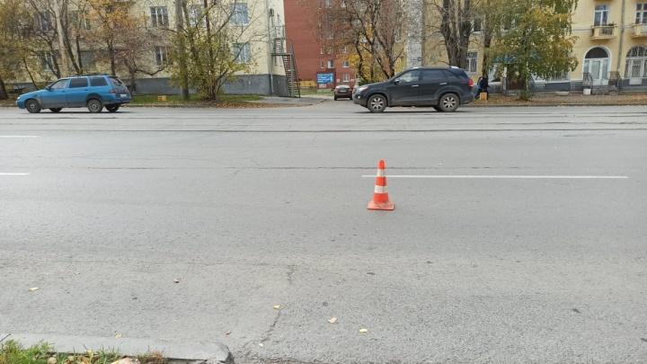 В Екатеринбурге женщина за рулем Renault Logan сбила 7-летнего мальчика