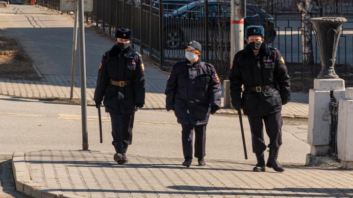 В полицейские, на почту или шить маски: рассказываем, куда можно пойти работать в Прикамье во время самоизоляции