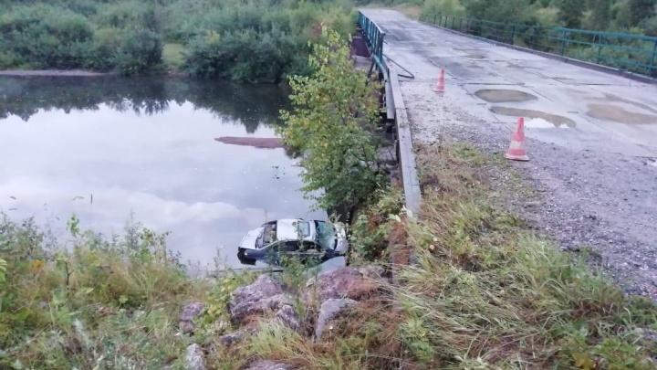 Слетел с моста: пьяный кузбассовец без прав устроил аварию, три человека попали в больницу
