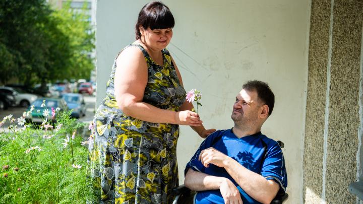 «Главное, мы выжили там»: история пары, которая сбежала из интерната для инвалидов, чтобы пожениться