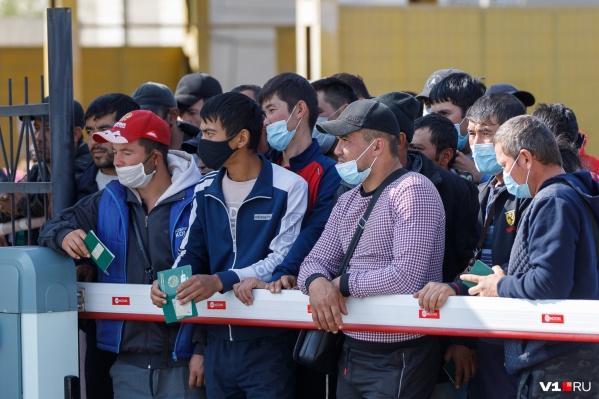 Почти сутки иностранцы провели на вокзале