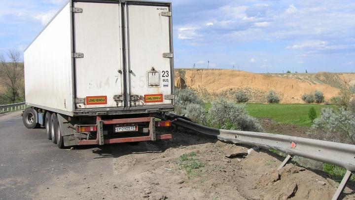 На трассе под Волгоградом загорелся грузовик