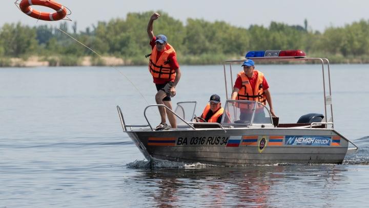 «Муж не смог вытащить ее из воды»: напротив центра Волгограда утонула 84-летняя пенсионерка