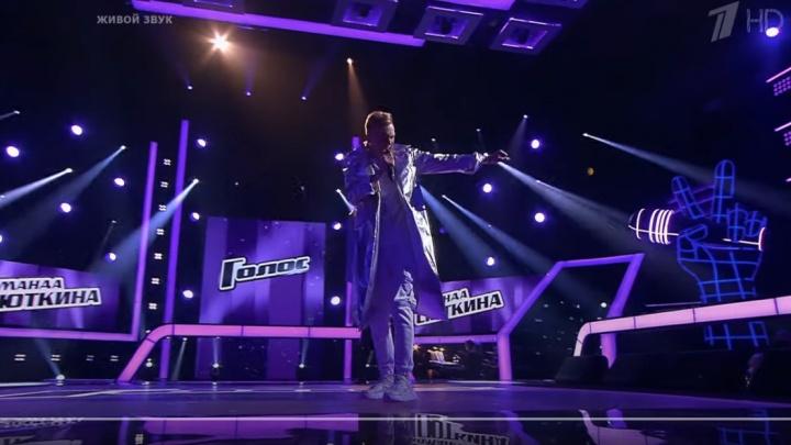 Молодой новосибирец выбыл из шоу «Голос» после харизматичного исполнения песни
