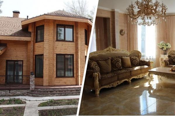Снаружи дом выглядит аккуратно и довольно просто, а внутри него — роскошные интерьеры и обилие позолоты