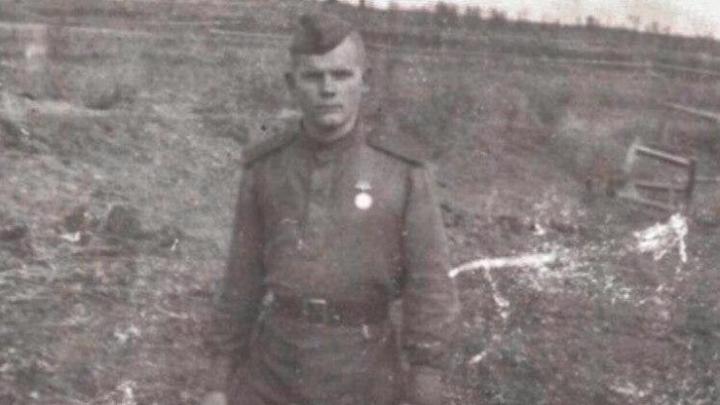 Фотографии из окопов и селфи на минном поле: как выглядел бы инстаграм молодых людей в 40-х