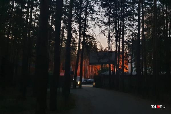 Пожар начался рано утром, когда все спали