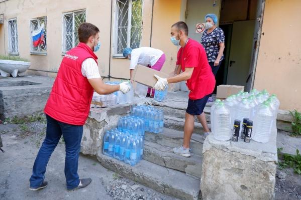 Воду в инфекционный госпиталь привозят волонтеры