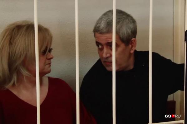 Олег Иванец (справа) добился УДО последним