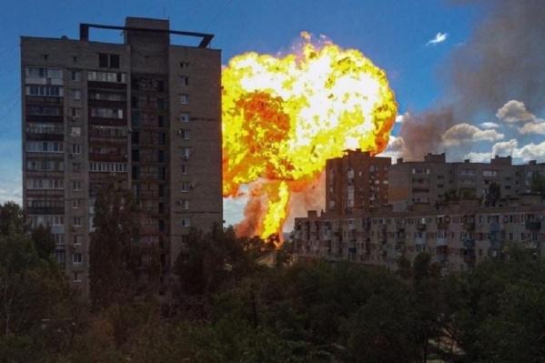 Очевидцы сняли на фото и видео жуткий взрыв