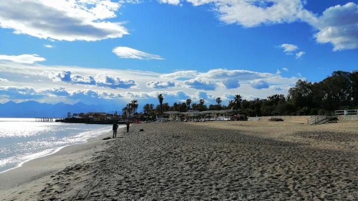 Турция, Кипр, Тунис? Смотрим, как обстоят дела с коронавирусом и самоизоляцией на популярных курортах