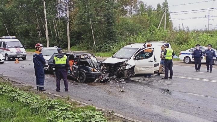 Массовое ДТП на окружной дороге в Ярославле: погибла женщина, трое пострадали