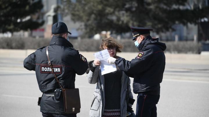 В центре Екатеринбурга полицейские устроили охоту на гуляющих: фоторепортаж