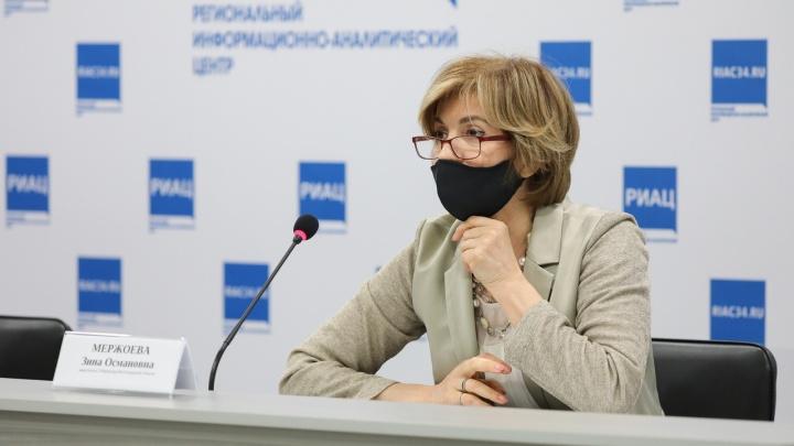 В Волгограде до 20 мая раздадут многоразовые маски и перчатки всем, кто старше 60 лет
