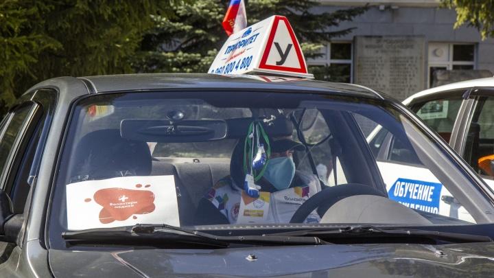 Автоволонтеры против коронавируса: добровольцы рассказали, как помогают пенсионерам пережить самоизоляцию