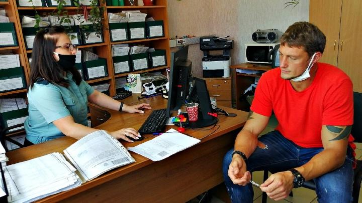 Звезду «Дома-2» Александра Задойнова заставили работать уборщиком