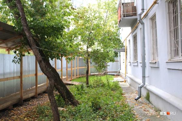 Жильцы дома № 3 в Переходном переулке жалуются на застройщика