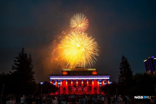 Вчера присвоение Новосибирску звания «Город трудовой доблести» отметили салютом