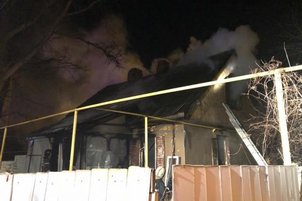 Во время пожара в доме находились шесть человек