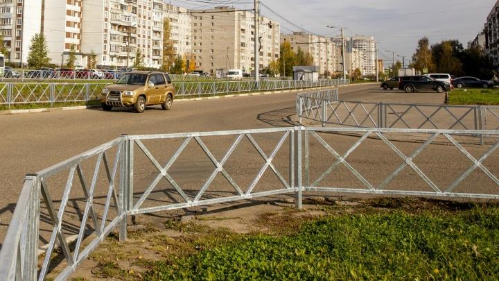 Упёрлись в заборы: в Ярославле власти решили наставить ещё больше оцинкованных ограждений