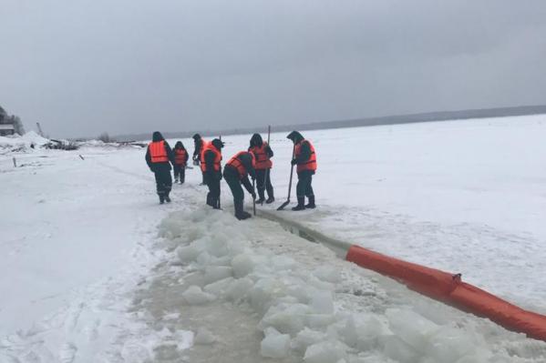 В районе Красноярска нефтепродукты появлялись на Енисее у нефтебазы и речпорта