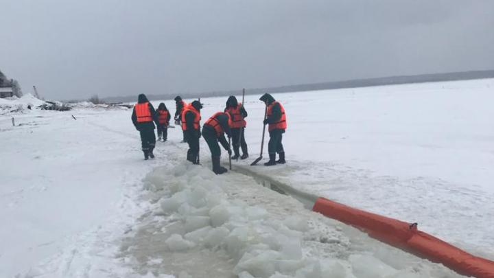 На севере Красноярского края в воды Ангары попали нефтепродукты. Введен режим ЧС