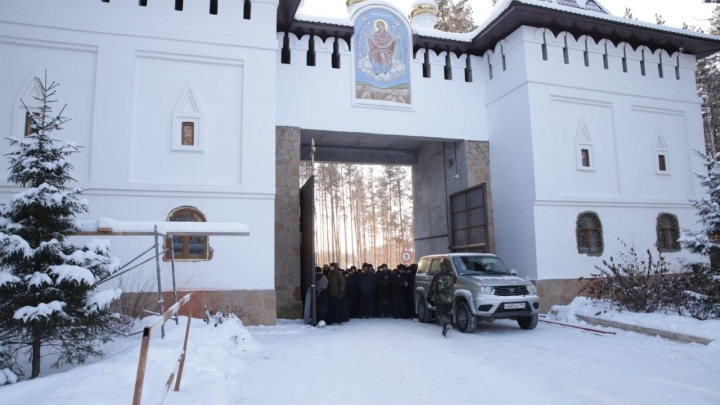 В епархии ответили на отказ пускать священников митрополии в Среднеуральский монастырь