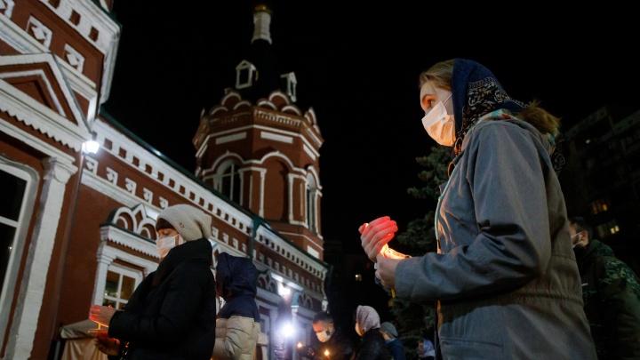 Пасха в масках: как проходила всенощная в главном соборе Волгограда
