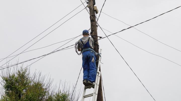 Запасаемся веерами: четыре района Волгограда на день оставят без электричества