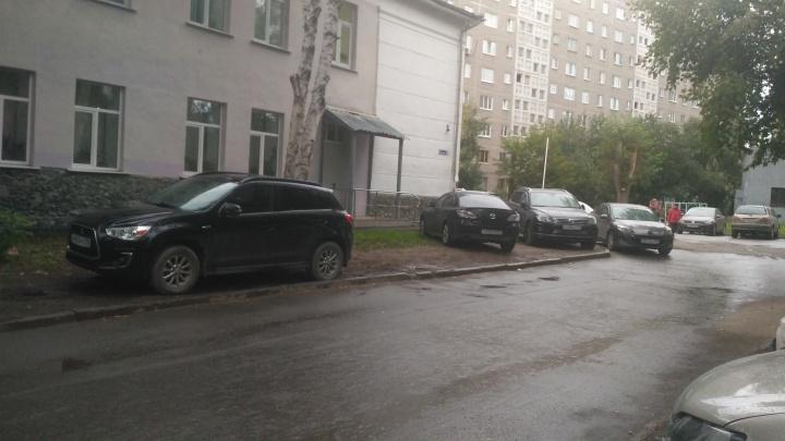 «Я паркуюсь как...»: банда гряземесов, инвалид на спорткаре и борцы с пешеходами