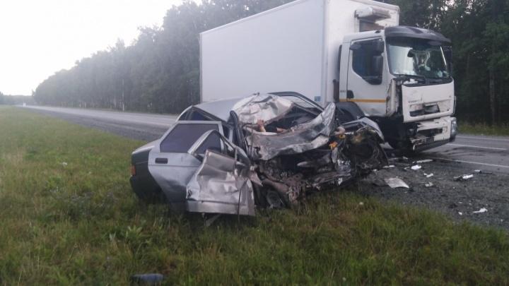 «Уснула за рулём»: на трассе М-5 в Челябинской области столкнулись «десятка» и грузовик