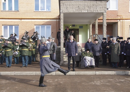 В Уфе 102-летнего ветерана чествовали военным парадом, шествие сняли на видео