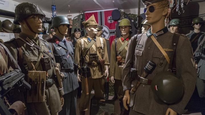 «Зачем их раздали иностранцам?». Волгоградец предложил на параде Победы бросать фашистские знамёна