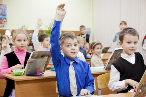 Чиновники утверждают, что большого прироста заболеваемости в тех школах, где младшие классы учились очно, не было