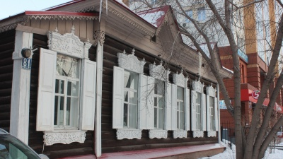 В деревянной избе на Максима Горького готовят покешную и школу танцев для девушек