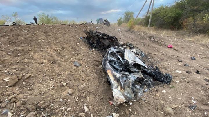 Ехали домой: полиция установила личности погибших в страшном ДТП на саратовской трассе