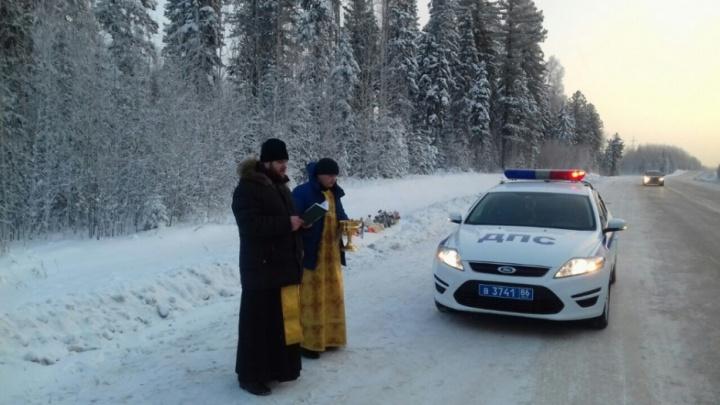 Три грузовика и грейдер столкнулись на трассе Тюмень — Ханты-Мансийск
