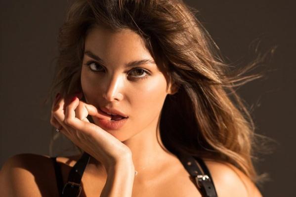Девушка недавно решила попробовать себя в роли актрисы. Но избавиться от амплуа «девушки из Playboy» ей пока не удалось. Да и надо ли?
